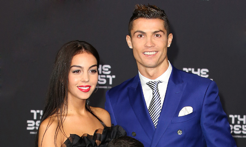 Mujer Los Presume Juguetes Sus Ronaldo Cristiano Hijos De Yvfb76gy