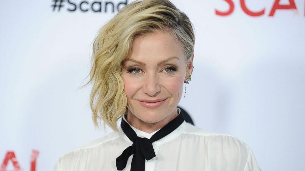Portia de Rossi acusa a Steven Seagal de acosarla sexualmente