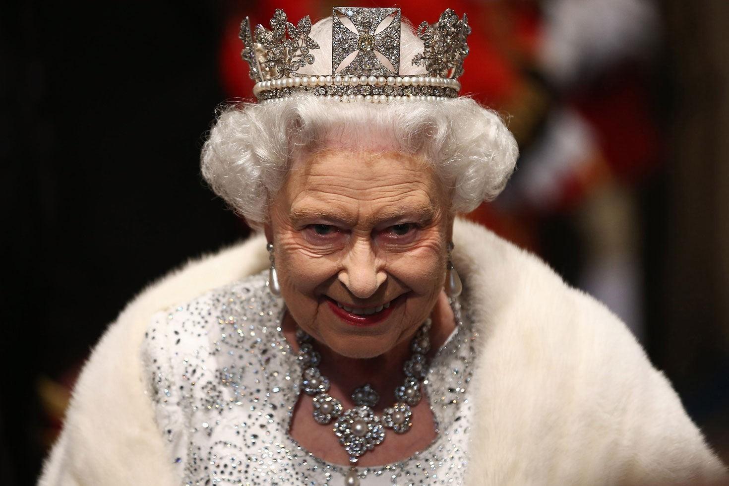 La corona Británica, reina Isabel II - Cortesía