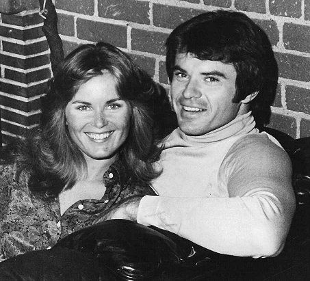 Heather Menzies y Robert Urich