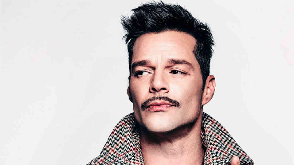 Top 5: famosos con bigotes ridículos