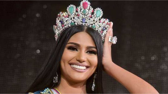 7c0574e88 Este jueves se llevó a acabo la preliminar del Miss Universo 2018 donde las  20 candidatas de la corona universal tuvieron la oportunidad de hacer su  desfile ...