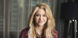 Shakira consuela a su esposo Piqué