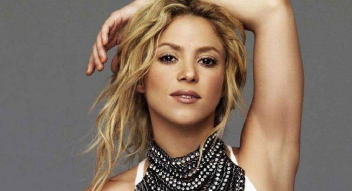 Shakira luce su figura en bikini