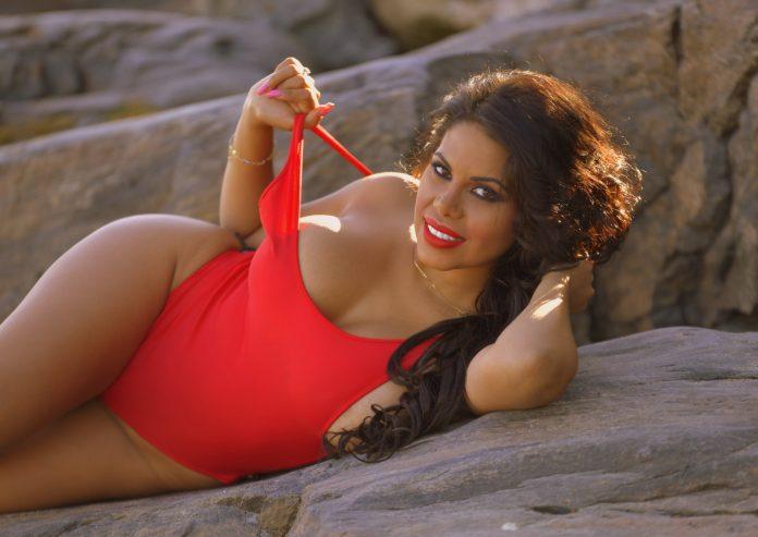 Kesha Ortega llegó recargada y más erótica que nunca