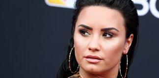 Demi Lovato sorprende con una foto en traje de baño