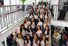 Las 24 candidatas reciben sus bandas en Portada's