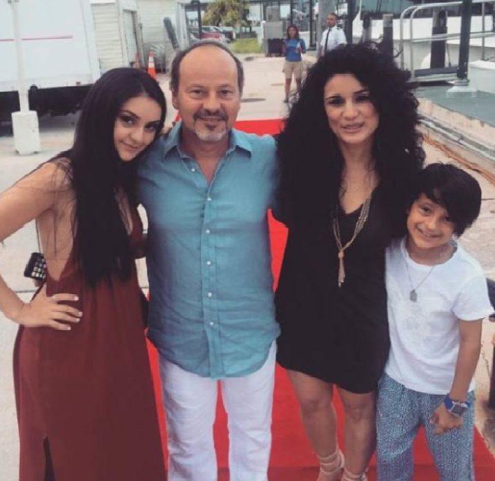 Karina y su -familia-Foto-Cortesía