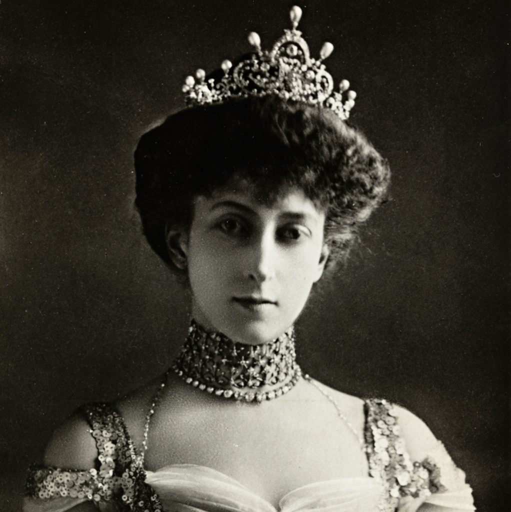 Reina Maud y su corona - Cortesía