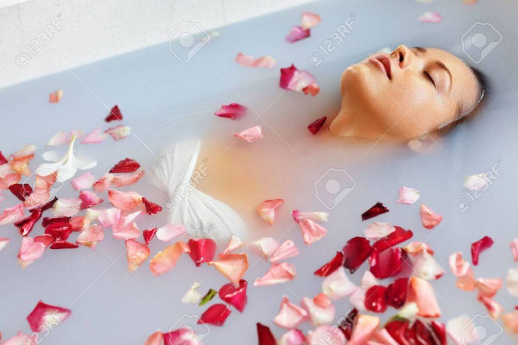 Baño de rosas - Cortesía