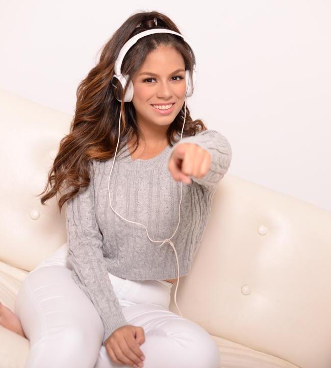 Nicole-Music-cantante
