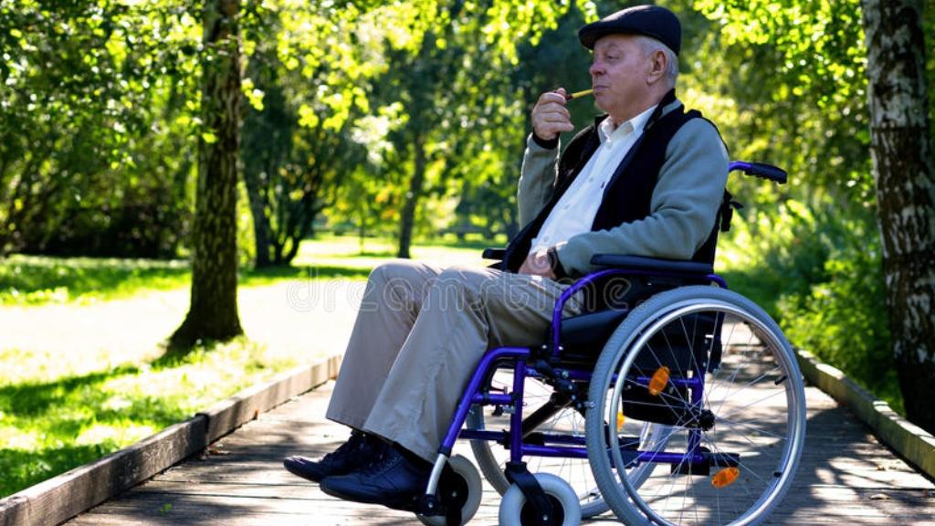 anciano en silla de ruedas- Foto Cortesía