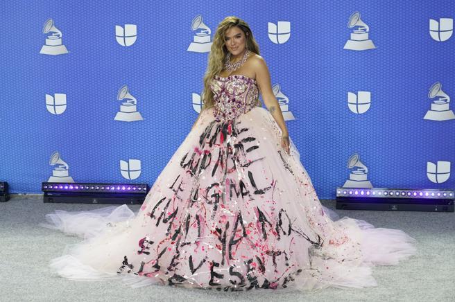 Karol G y su vestido- Foto Cortesía