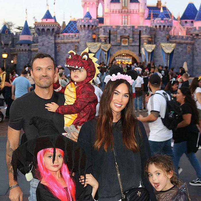 Megan Fox con sus hijos y su exesposo- Foto Cortesía