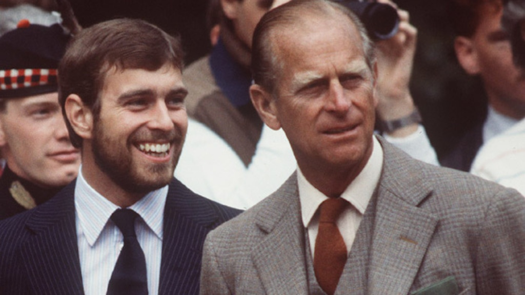 El príncipe Andrés de York y su padre Felipe, el duque de Edimburgo - Cortesía