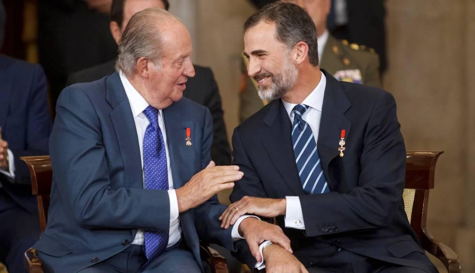 El rey emérito Juan Carlos I de España y su hijo, el rey Felipe - Cortesía