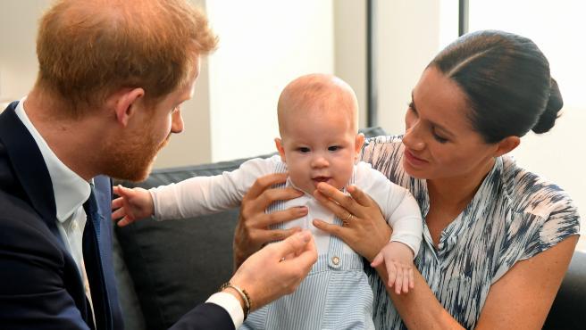 Harry y Meghan junto a su hijo, el pequeño Archie - Cortesía