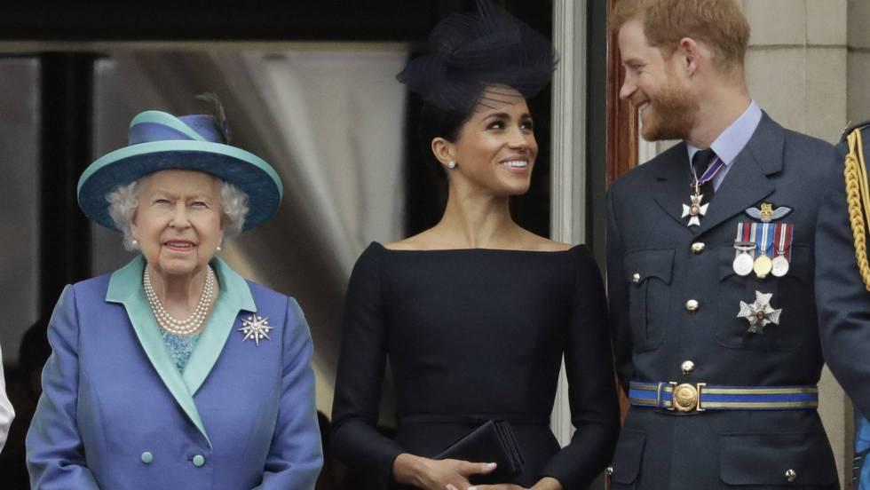 Meghan y Harry junto a la reina Isabel II de Inglaterra - Cortesía