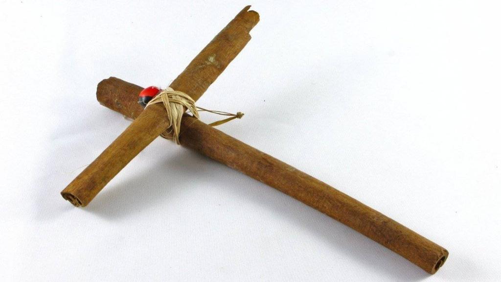 Cruz de canela - Cortesía